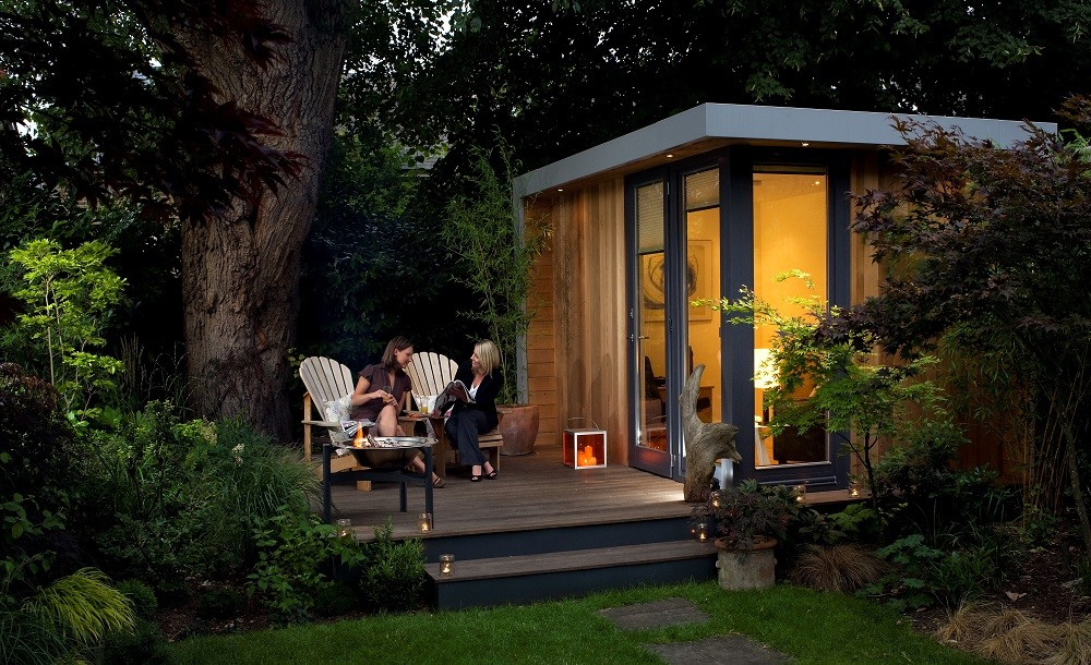 Solo garden room with side deck