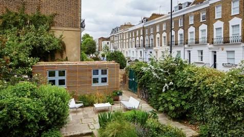Garden room that provides extra self-contained living space in a Camden urban garden