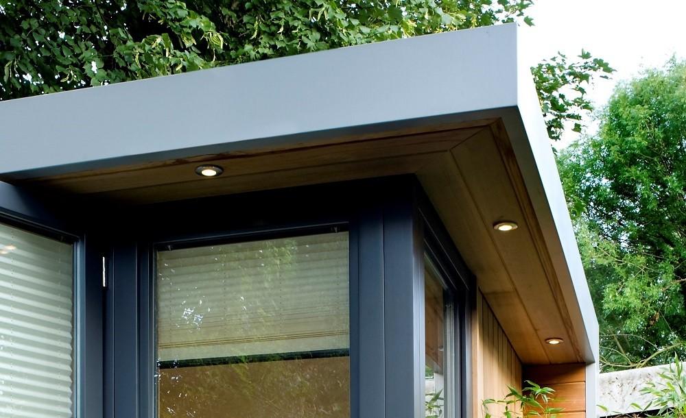 Overhang in Solo garden room with external lights