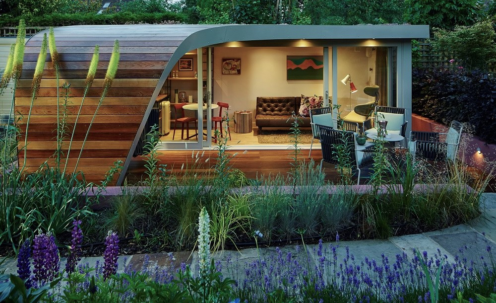 Bespoke curved garden office by Rooms Outdoor