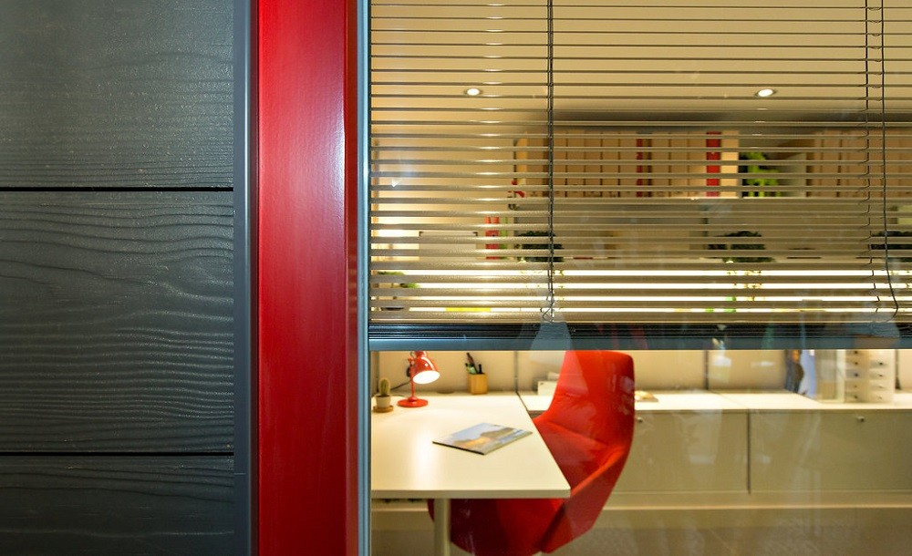 Integral blinds for a garden office by Rooms Outdoor