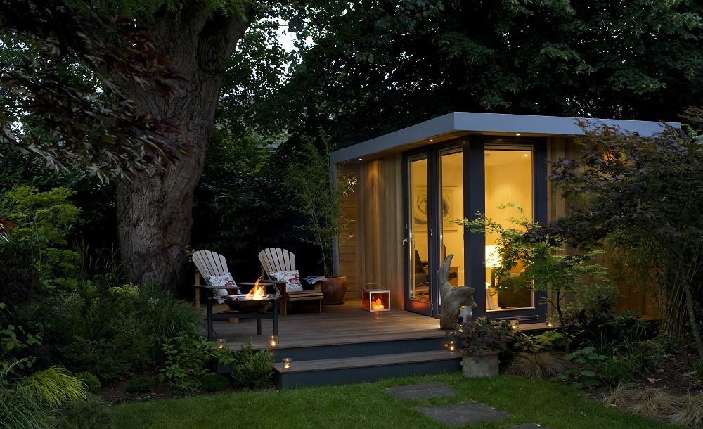Solo garden studio with decking area