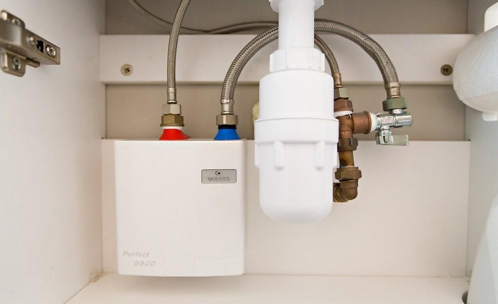 Water heater for garden rooms