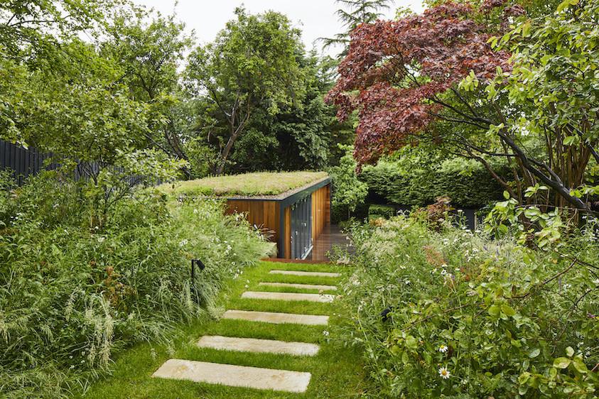 Outdoor office in a landscaped Wimbledon garden
