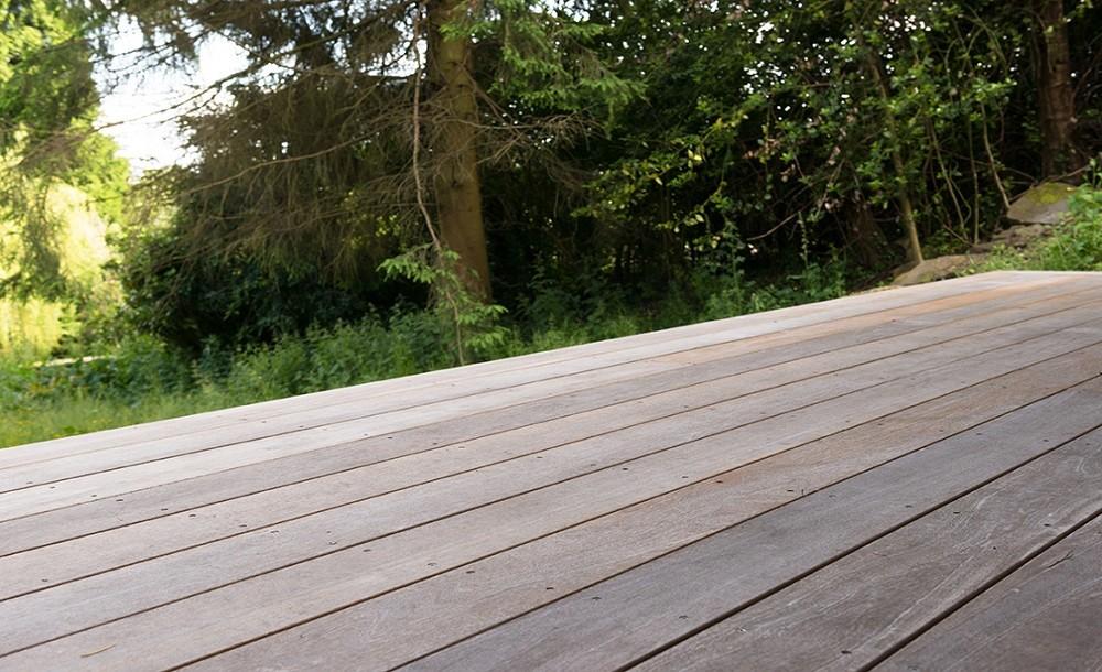 Standard garden rooms' yellow balau deck